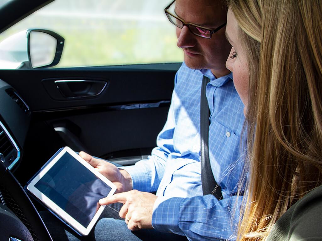Fahrlehrer haben mit CTM einen verlässlichen Partner für Theorie Lehrmittel und Fahrschulsoftware.